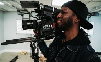 Selain menguasai kamera, jurnalis video harus paham isu dan mampu mengemas video berita yang layak tayang.
